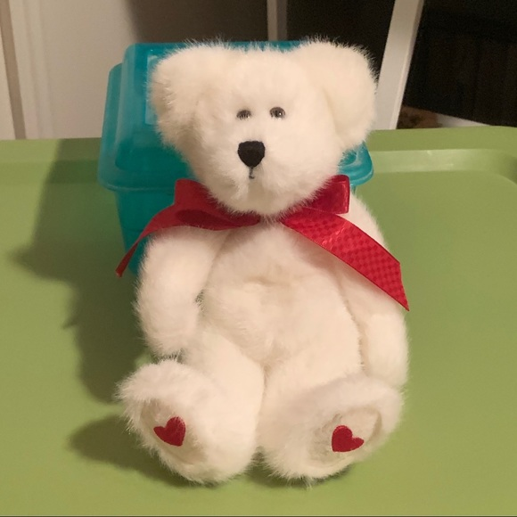 "Boyds Bears ""Valerie B. Bearhugs"" Valentine Bear"